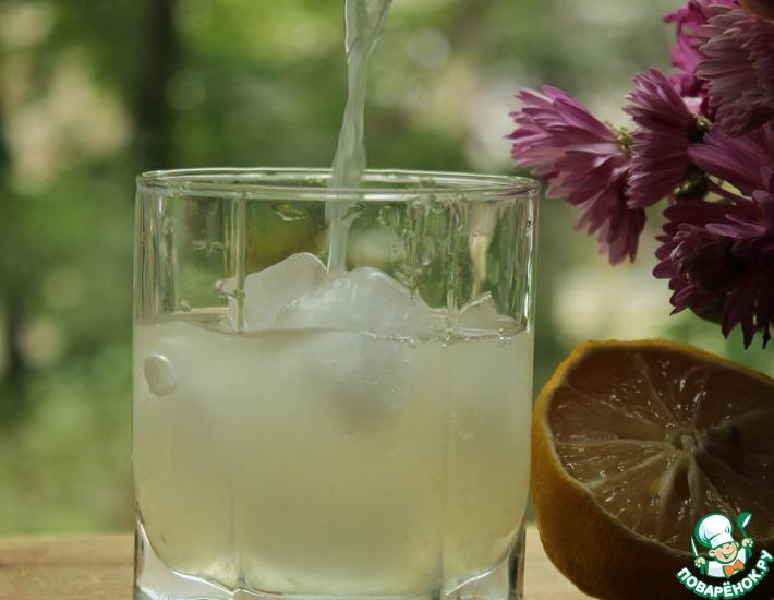 Рецепт: Грушевый компот с лимоном