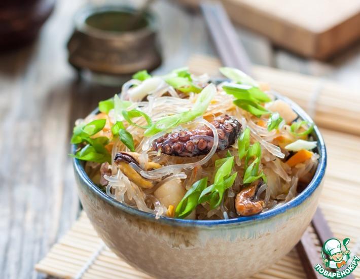 Рецепт: Стир-фрай с морепродуктами и фунчозой