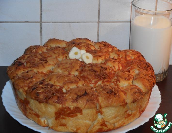 Рецепт: Хлеб с чесночной заливкой и сыром