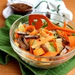 Салат с маринованным языком и овощами