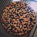 Тертый творожный пирог с черной смородиной