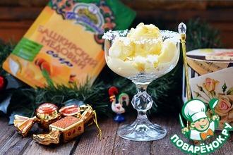 Рецепт: Сырное мороженое с медом к шампанскому