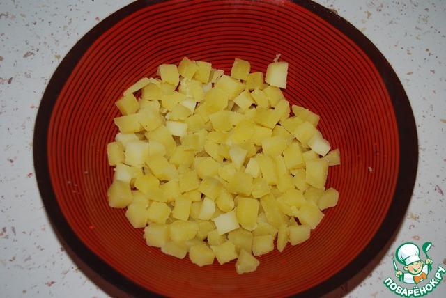 Разогрейте сковороду без всякого масла, и на этой горячей сковороде слегка обжарьте миндаль.