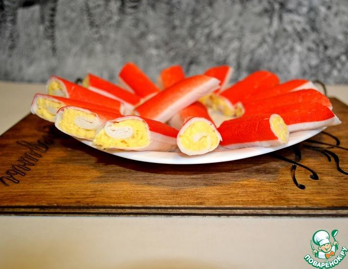 Рецепт: Крабовые рулетики с сыром