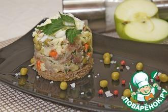 Рецепт: Салат Оливье с копченой скумбрией