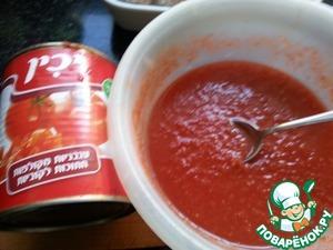 Помидоры очистить от шкурки и пробить в блендере, или можно взять томат. пасту и развести водой ( У меня помидоры в собственном соку из банки). Посолить.