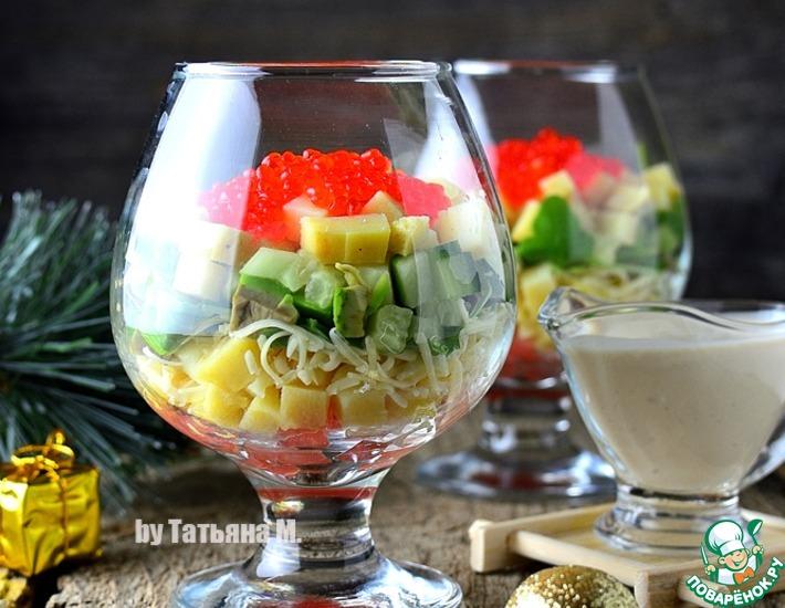 Рецепт: Порционный салат с форелью и икрой