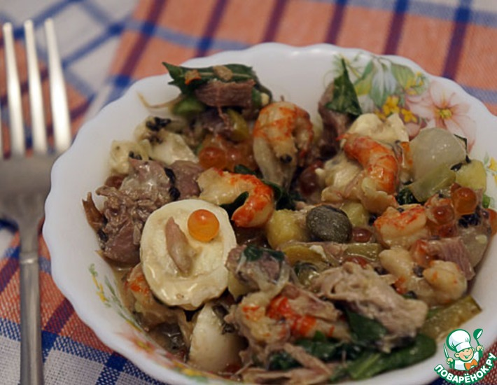 Рецепт: Салат А-ля Оливье с перепелами и языком