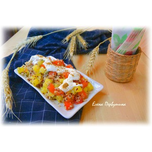 Салат картофельный с помидорами и киноа