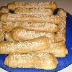 Сырные трубочки с кунжутом