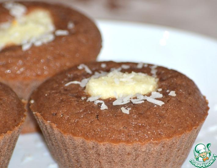 Рецепт: Шоколадные кексы с творожно-кокосовой начинкой