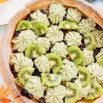 Немецкий панкейк со сливочно-фруктовой начинкой