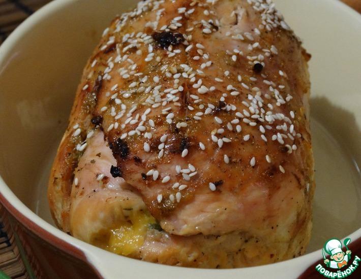 Рецепт: Куриный рулет с луково-яблочной начинкой