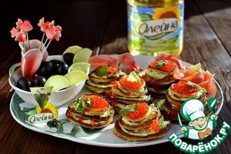 Рецепт: Оладьи с кремом из авокадо и красной икрой