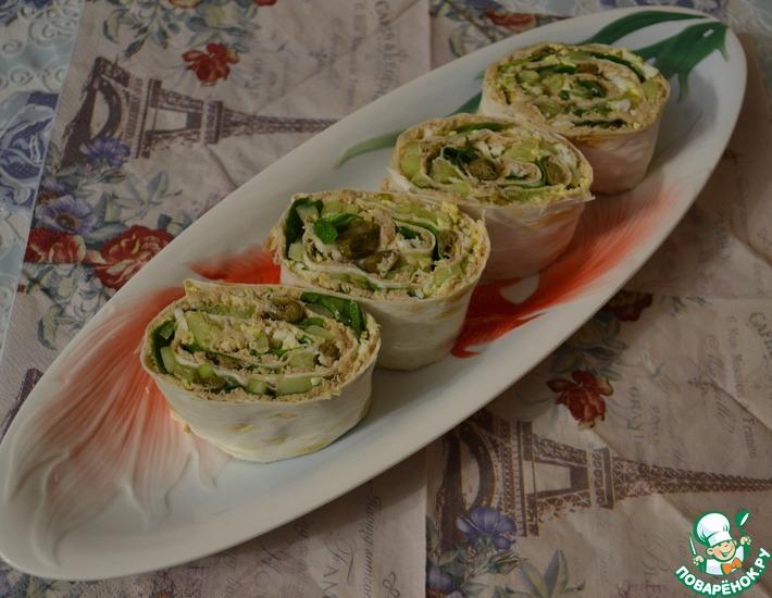 Рецепт: Роллы из лаваша с консервированным лососем