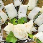 Закусочные рулетики из сулугуни Дамский каприз