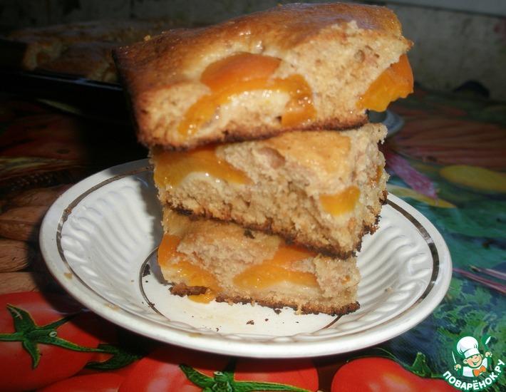 Рецепт: Быстрый пирог с консервированными абрикосами