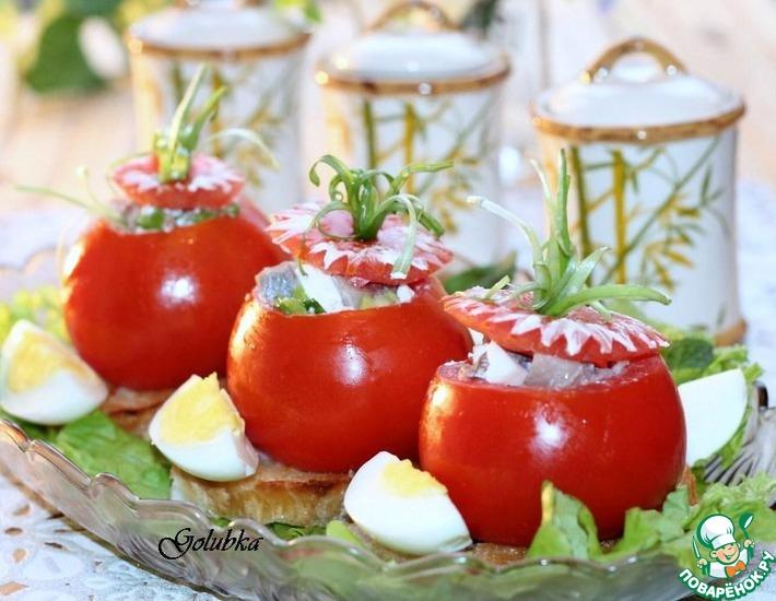 Рецепт: Чесночные сухарики с фаршированными помидорами