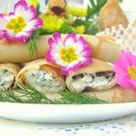 Блины с сырной пикантной начинкой и соусом