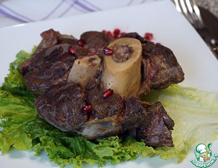 Рецепт: Говяжьи голяшки, тушенные с тимьяном и сельдереем