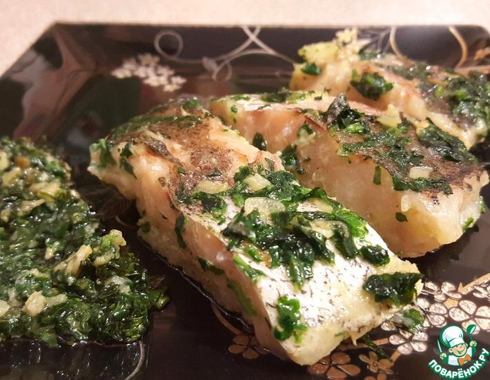 Рецепт: Хек в зеленом чесночном соусе