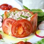 Тартар из авокадо в помидорном кольце