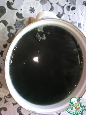 Воду в которой варилась крапива не выливаем. Пару чашек нужны будут для блюда, остальное оставляем девочкам для ополаскивания волос))).