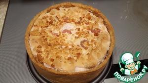 Снимаем боковушку формы. И аккуратно сдвигаем на тарелку.    Приятного завтрака! Я украсила пирог коктейльной вишней!