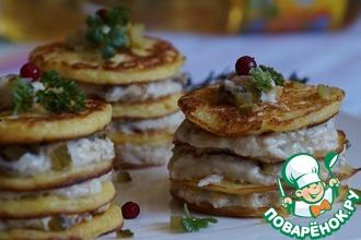 Рецепт: Порционные блинные пирожные с индейкой и грибами