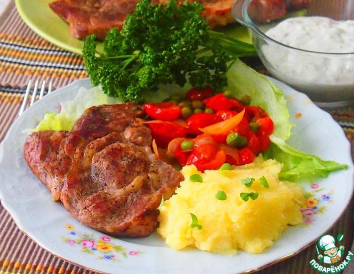 Рецепт: Мясо с гарниром из черри и горошка