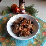 Свинина с маслинами и вешенками