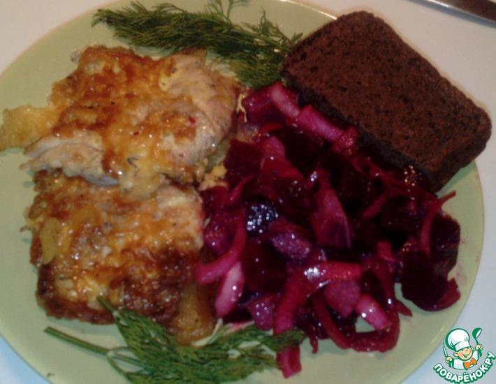 Рецепт: Свекла с сельдью и маринованным луком