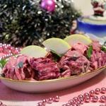 Салат из скумбрии В розовом