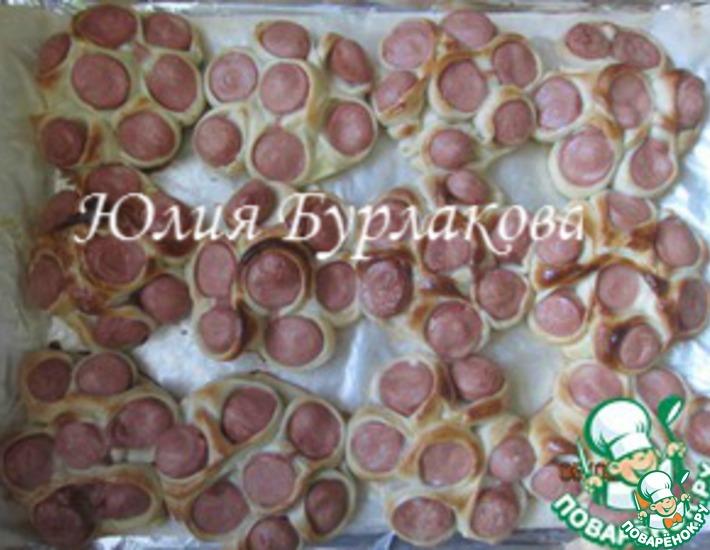Рецепт: Сосиски на тесте Цветочек