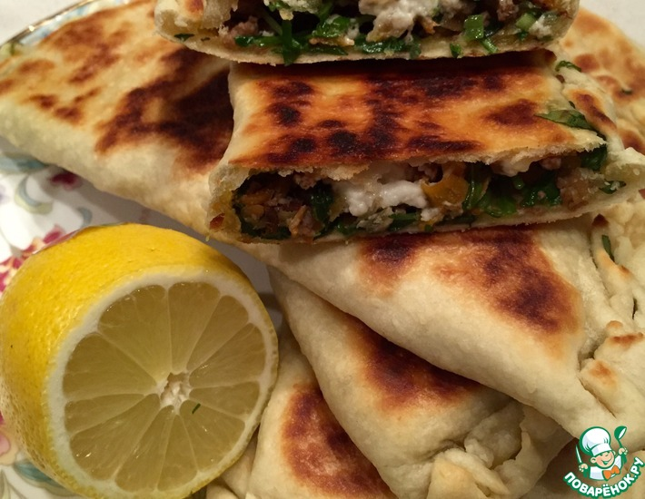 Рецепт: Турецкие лепешки Гезлеме с мясом