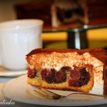 Торт Птичье молоко с вишней в мультиварке