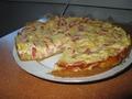 Луковый пирог с колбасой