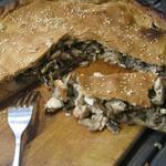 Пирог на огуречном рассоле с курицей и грибами