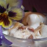Сливочное мороженое с пралине и карамелью