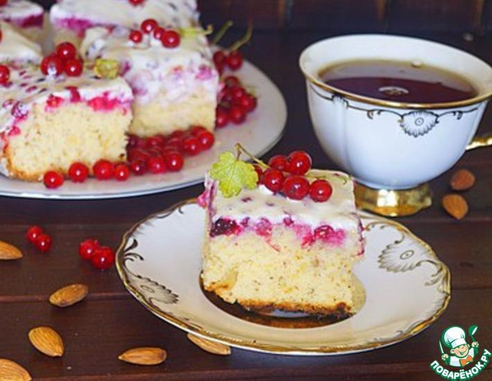 Рецепт: Пирожное с красной смородиной и сметаной