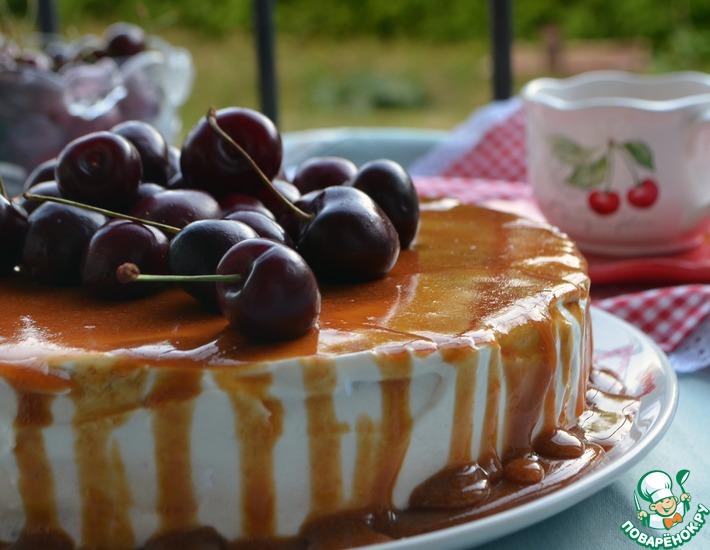 Рецепт: Торт с карамельной глазурью и вишней
