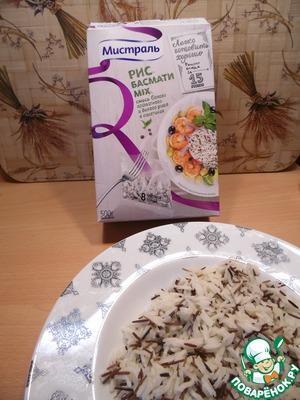 Рис отварить в подсоленной воде согласно инструкции, остудить.