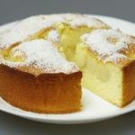 Бисквитный пирог с персиками и киви
