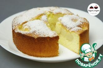 Рецепт: Бисквитный пирог с персиками и киви