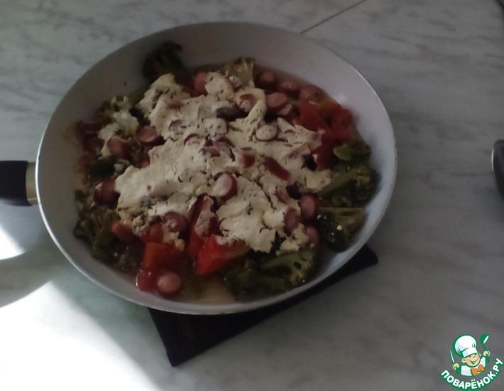 Рецепт: Тушеная брокколи с сосисками