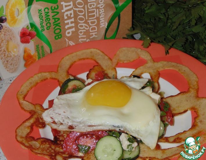 Рецепт: Блинчики с греческим салатом и яйцом