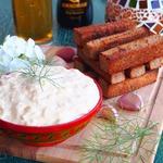 Сырно-чесночный соус к гренкам