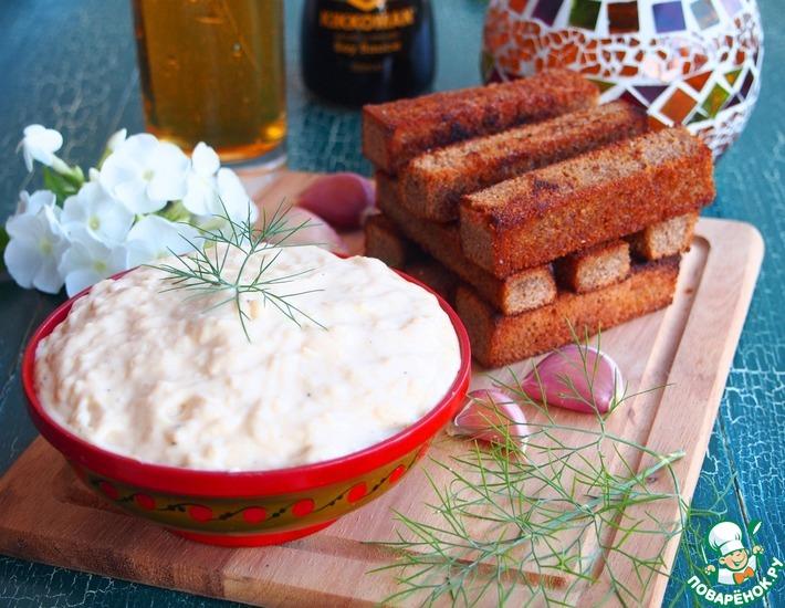 Рецепт: Сырно-чесночный соус к гренкам