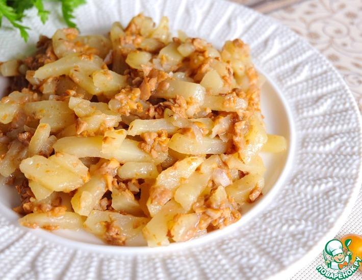 Рецепт: Тушеные лисички с луком и картофелем