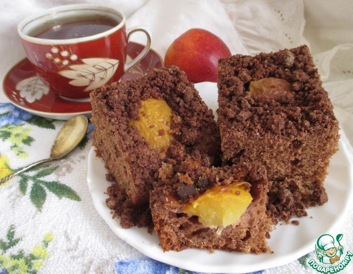 Рецепт: Шоколадный пирог с нектаринами и шокоштрейзелем